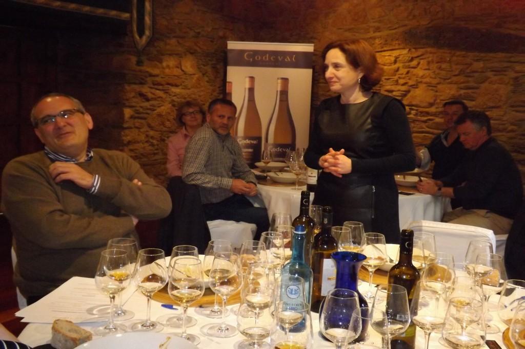 Araceli Fernandez, gerente de Godeval, agradeciendo la visita a los MW