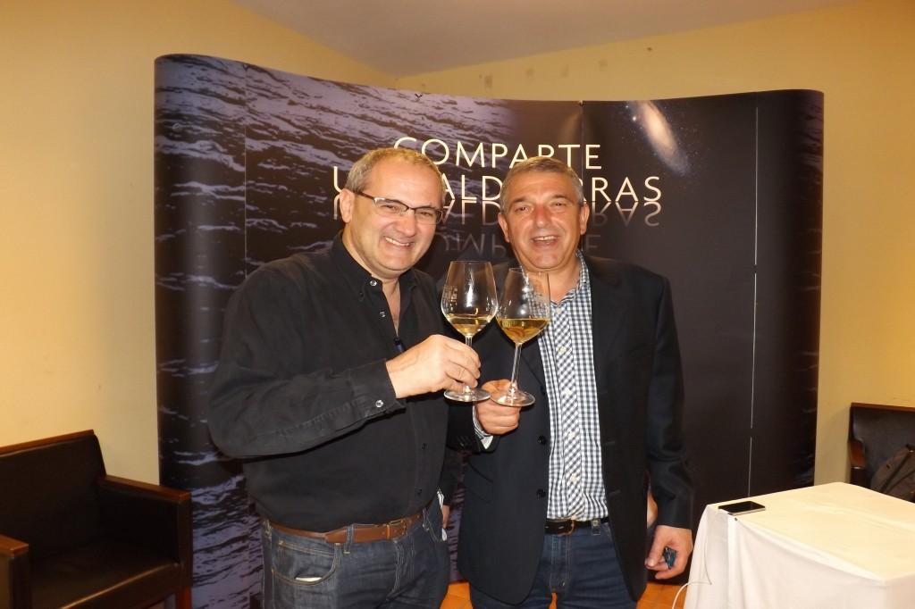 El presidente de la DO, Jose Vicente Solarat brinda con el único MW español, Pedro Ballesteros